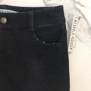 NWT Alice + Olivia Low-Rise Cropped Pants